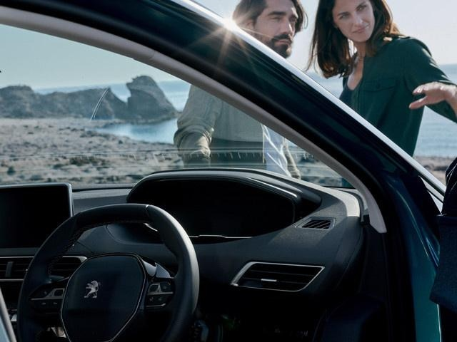/image/35/0/new-5008-suv-interior-enhanced-driving-experience.350350.jpg