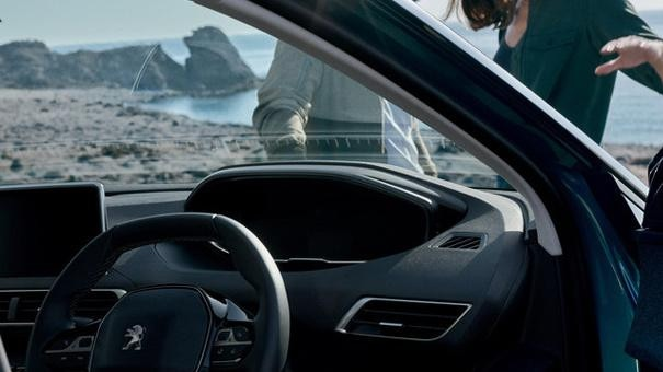 /image/37/9/new-5008-suv-icockpit-driving-experience.350379.jpg